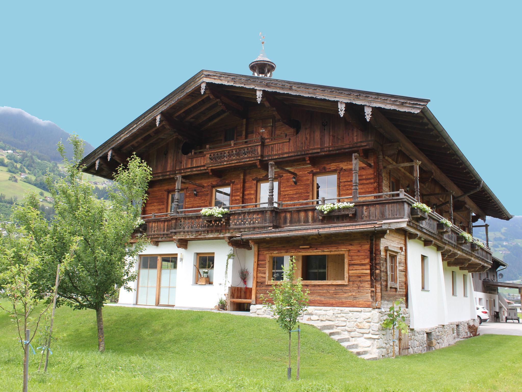 Blick zum Mayrhofen Tirol